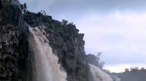 romance car waterfall